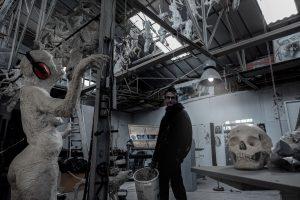 T.Leo Artiste dans son atelier à la Moinerie Saint Pierre de Corps